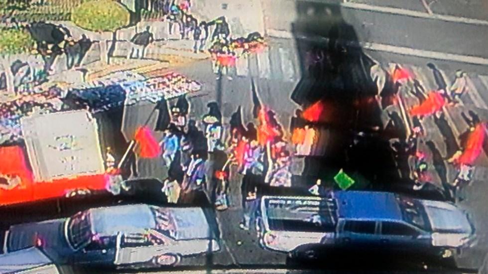 Manifestantes llegan Bucareli tras protesta en el Zócalo - Foto de @OVIALCDMX