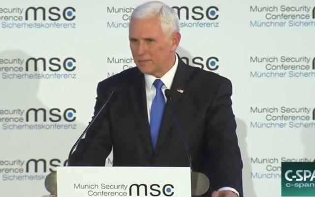#Video Mike Pence envía saludos de Trump en Múnich y nadie reacciona - Mike Pence en la Conferencia de Seguridad de Múnich. Captura de pantalla