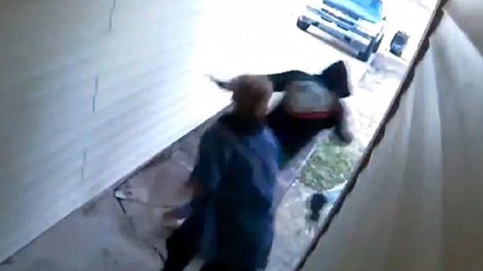 Momento en que huyen los delincuentes. Captura de pantalla