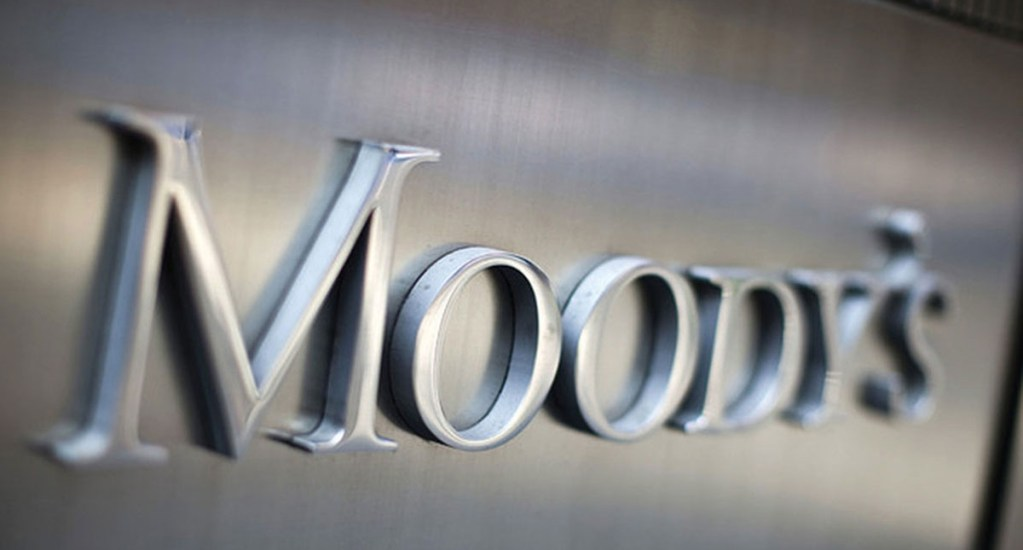 Moody's baja calificación de riesgo a cuatro bancos que operan en México. Noticias en tiempo real