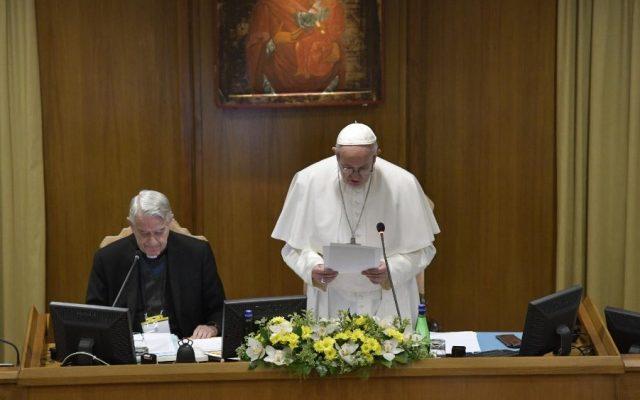 """""""Todo feminismo termina siendo un machismo con falda"""": papa - Papa Francisco en el segundo día de la cumbre de conferencias episcopales. Foto de Vatican Media"""