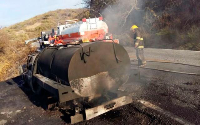 Bomberos sofocan incendio de pipa en Guerrero - Foto de internet