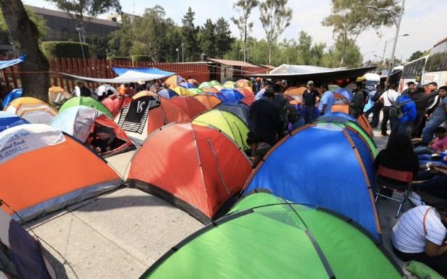 Maestros de la CNTE instalan plantón frente a San Lázaro - Foto de @lajornadaonline