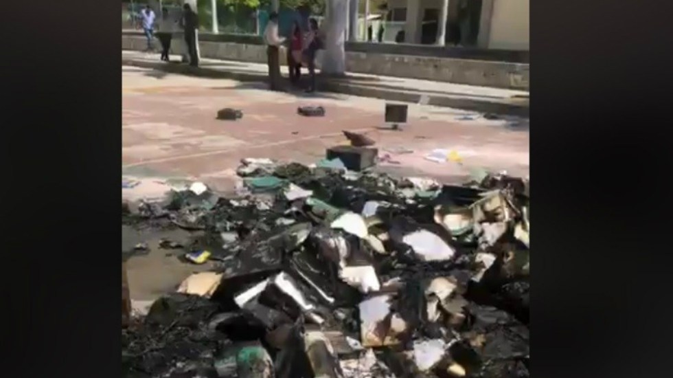 Presuntos normalistas vandalizan instalaciones educativas en Chiapas - Foto de Televisa Chiapas