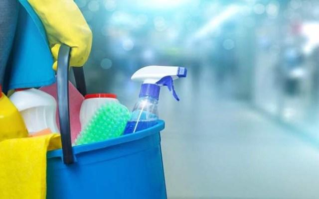 Limpieza del hogar contamina más que autos - Productos de limpieza. Foto de Dreamstime