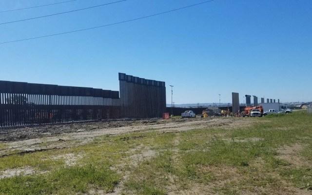 Demolerán prototipos del muro de Trump en San Diego - Prototipos del muro de Trump en San Diego. Foto de @bgirledukate