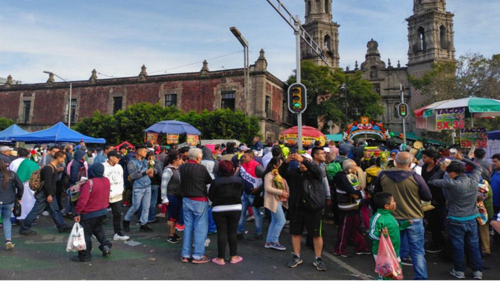 Feligreses afectan Reforma y Avenida Hidalgo. Noticias en tiempo real