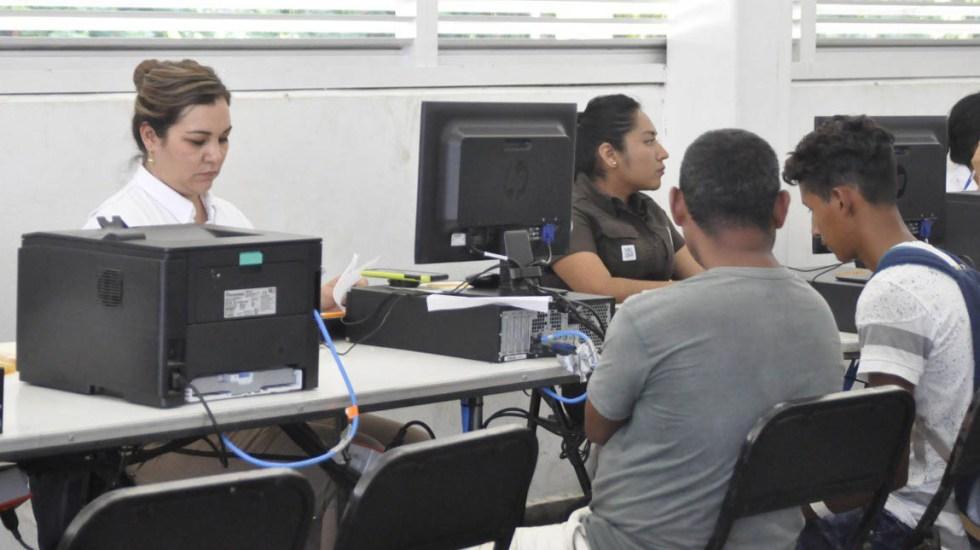 Suman mil 22 tarjetas de visitante a migrantes centroamericanos - Registro de migrantes centroamericanos por parte del INM. Foto de @INAMI_mx