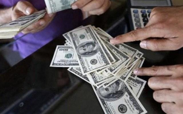 Remesas alcanzan más de 33 mil mdd en 2018 - Remesas en dólares. Foto de El Nuevo Diario