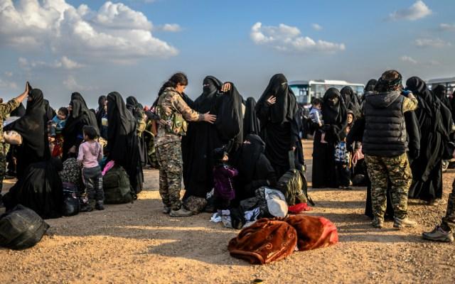 """Mujeres rescatadas de último reducto del EI elogian el """"califato"""" - Foto de AFP"""