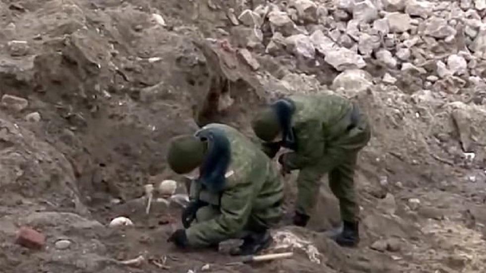 #Video Hallan fosa común de judíos asesinados en el holocausto - Soldados desenterrando restos de judíos víctimas de nazis. Foto de East2West News
