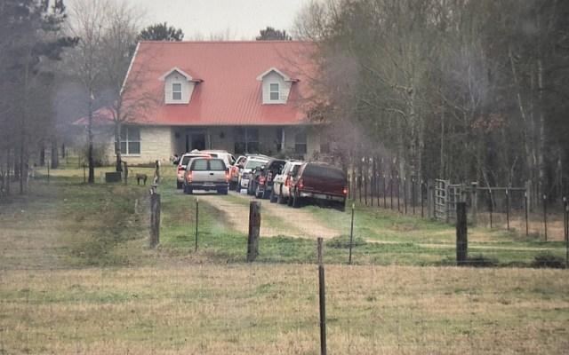 Ataque armado deja cinco muertos en vivienda de Texas - Foto de @BrettKHOU