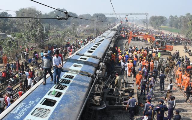 Al menos siete muertos y 29 heridos por descarrilamiento de tren en India - Foto de AFP