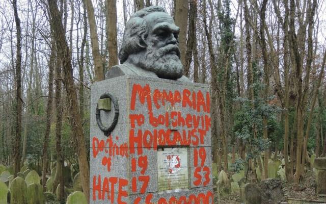 Vandalizan por segunda vez tumba de Karl Marx - Tumba de Karl Marx vandalizada. Foto de @HighgateCemeter