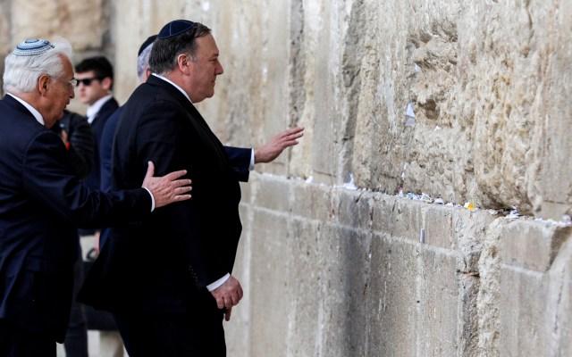 Pompeo visita el Muro de los Lamentos, en territorio ocupado por Israel - Foto de Abir SULTAN/POOL/AFP