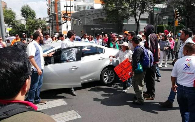 #Video Conductor se enfrenta a manifestantes en Insurgentes Sur - Foto de Publimetro