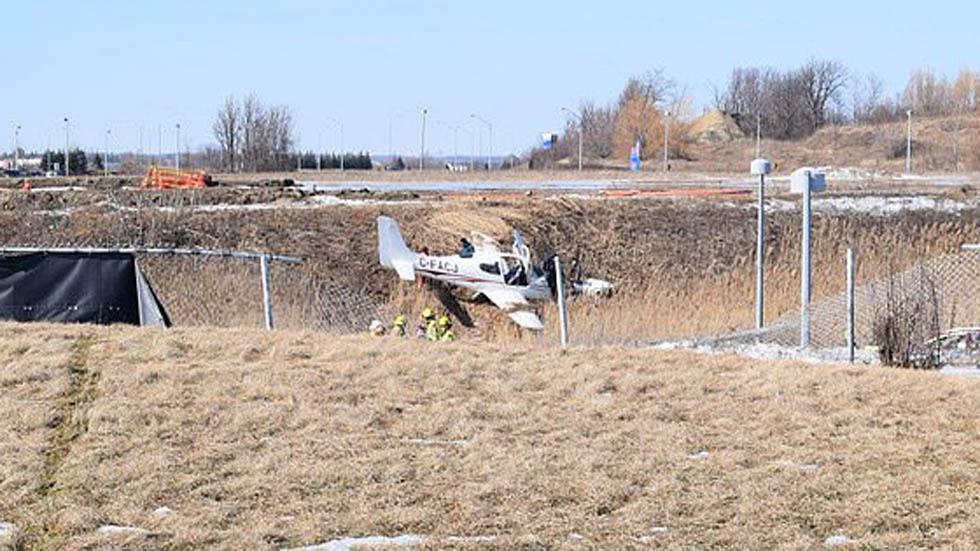 Avioneta estrellada en campo de Canadá. Foto de @TSBCanada