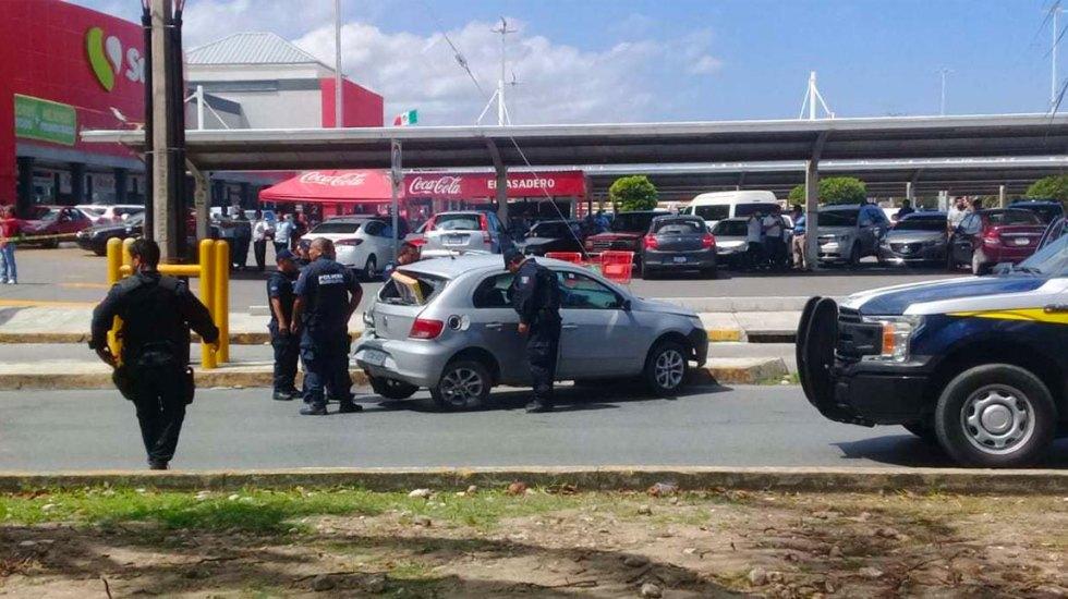 Balacera y persecución en Cancún deja dos policías heridos y tres detenidos - Foto de Noticaribe