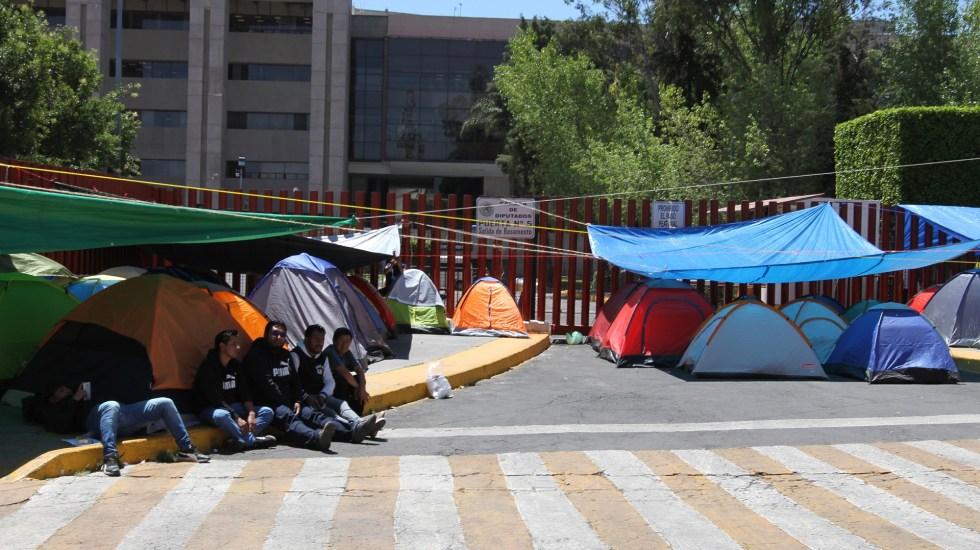 CNTE se reúne de nuevo con Mario Delgado y titular de la SEP - Campamento de la CNTE afuera de San Lázaro. Foto de Notimex