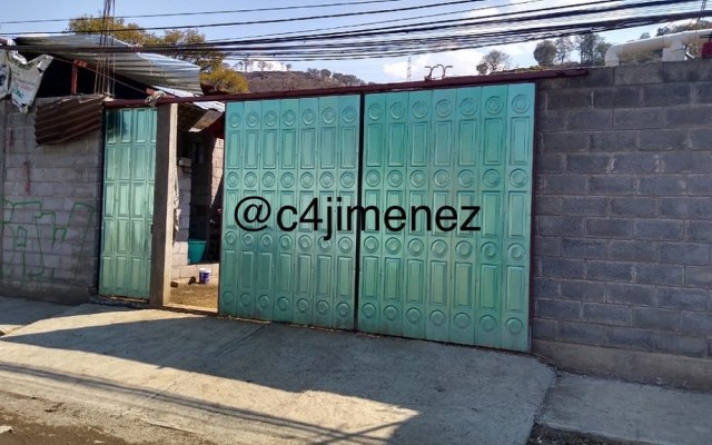 Hallan bodega de autos robados en Xochimilco - Bodega de autos robados. Foto de @c4jimenez
