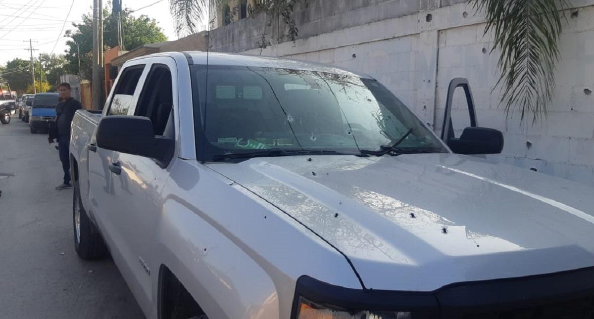 Camioneta blindada de escoltas de Ernesto Quintanilla. Foto de @PrietaLindaMx