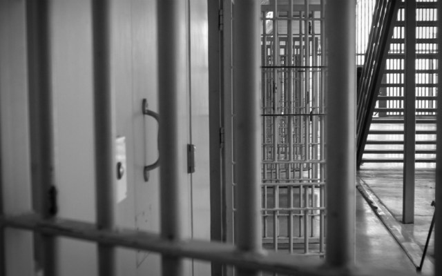 Obtiene FGR sentencias de hasta 294 años de prisión contra tres hombres - cárcel policía