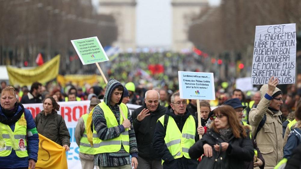 Chalecos amarillos vuelven a las calles en busca de un nuevo impulso - Foto de AFP
