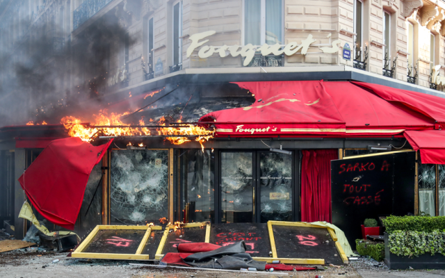 Actos vandálicos de chalecos amarillos costaron 200 mde a aseguradoras - Manifestación en París