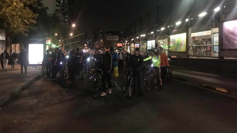 Protestan ciclistas por cambios a reglamento de tránsito en la capital - Foto de @vialhermes