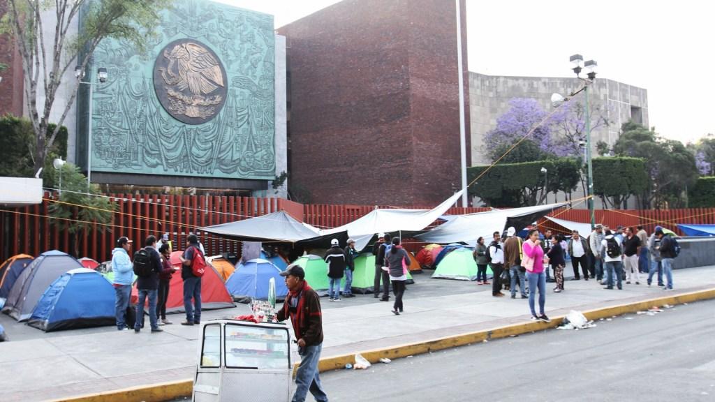 CNTE prepara nueva toma de Cámaras - Bloqueo de la CNTE en San Lázaro. Foto de Notimex