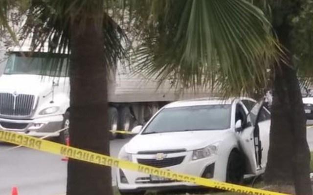 Hombre sufre infarto y atropella a su esposa en Nuevo León - hombre atropella a su esposa tras sufrir ataque cardiaco