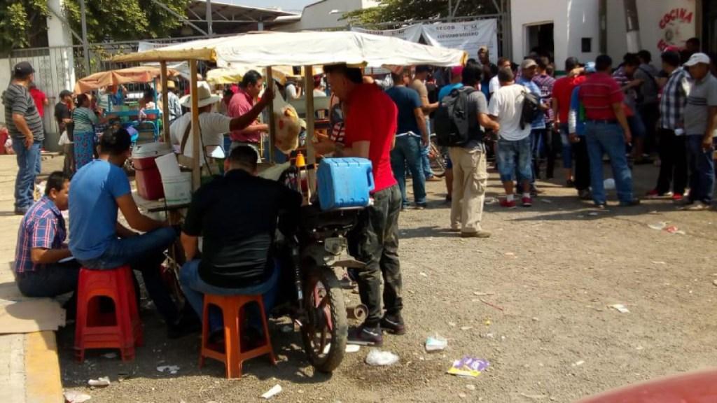 Cubanos irrumpen en oficinas de migración en Chiapas - Foto de @Darinelzacarias