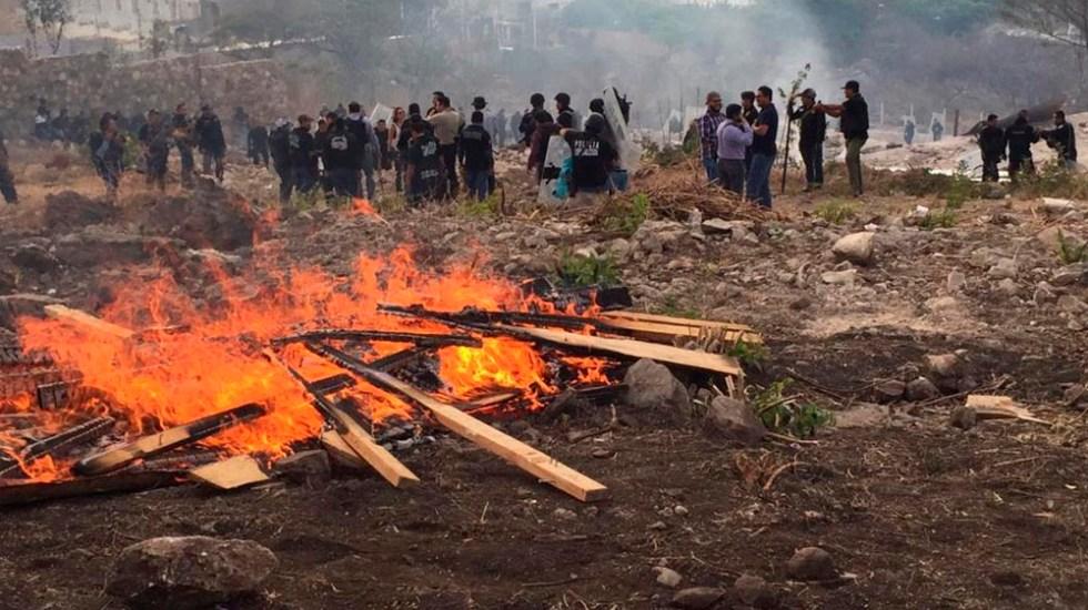 Riña tras desalojo en predio de Tuxtla Gutiérrez - Foto de Noticieros Televisa