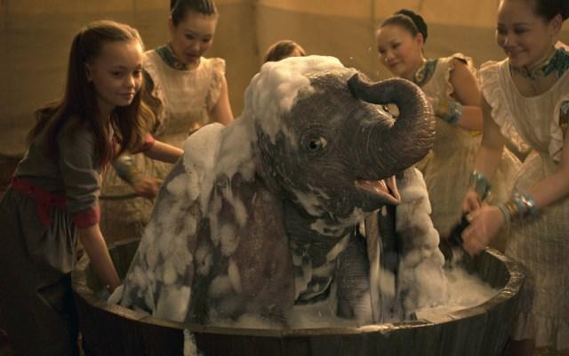 Dumbo decepciona pero alcanza la cima de la taquilla - dumbo taquilla