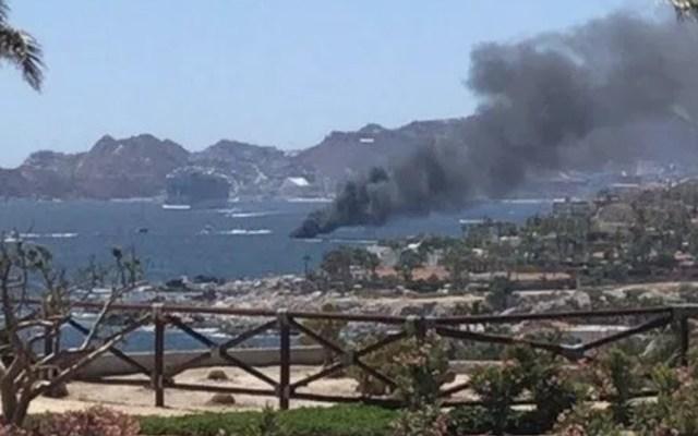 #Video Incendio de una embarcación en Cabo San Lucas - Foto de @BcsProcivil