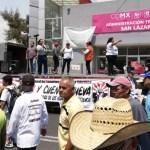 Usuarios de la energía eléctrica protestan frente a San Lázaro - Foto de @CDHVitoria