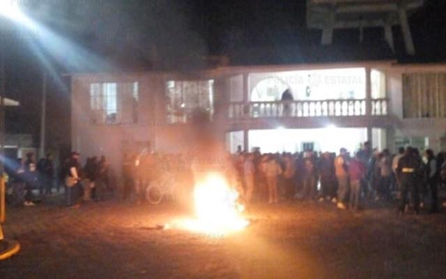 #Video Queman vivo a hombre por presunto intento de secuestro de niño - Fogata con la que quemaron a presunto ladrón de niño. Foto de @SS_Edomex
