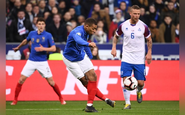 Francia e Inglaterra golean en partidos para la Eurocopa 2020 - Francia volvió a golear, esta vez a Islandia por 4-1 en el Stade de France. Foto de AFP
