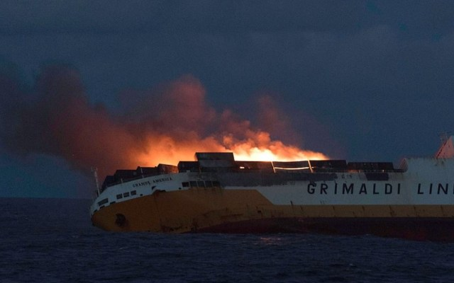 Se hunde barco con 37 Porsches en costa de Francia - Foto de AFP