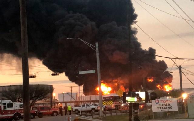 Se intensifica incendio en planta química de Texas - Foto de Francisco Villalobos