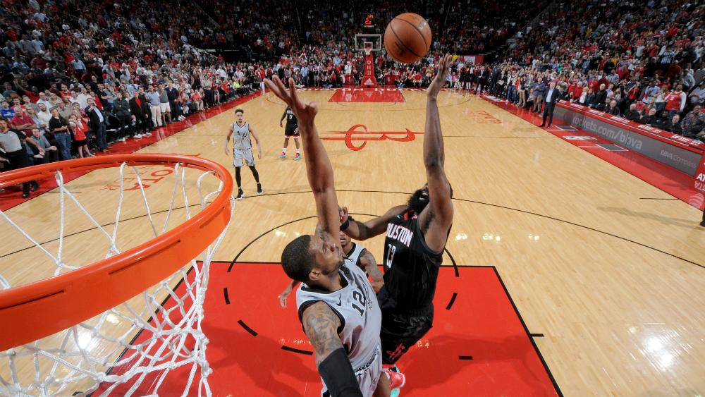 Harden conduce a la victoria a los Rockets con otra actuación histórica - Foto de AFP