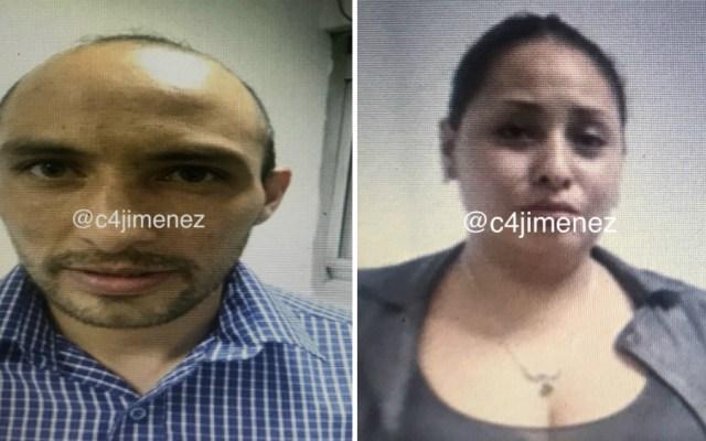 Capturan a pareja que realizaba robos de mochilas o bolsos en el AICM - Foto de @c4jimenez