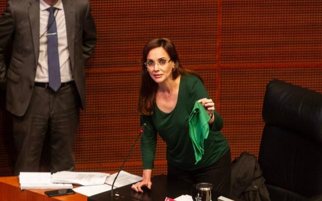 Senadora de Morena buscará penalizar el aborto en la CDMX - Senadora Lilly Téllez arremetiendo contra pañuelos verdes en escaños de senadores. Foto de Notimex