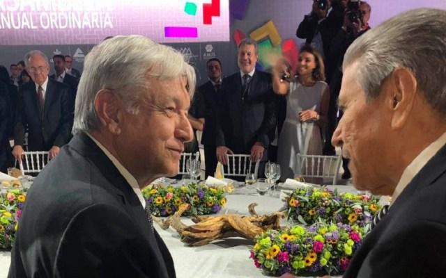 López Obrador se reúne con líder de la CTM - López Obrador y Carlos Aceves en reunión del CCE. Foto de @CarlosAceves_
