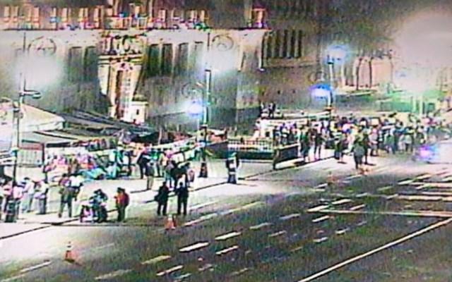 Manifestantes protestan en Palacio Nacional - Foto de @OVIALCDMX