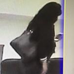 #Video Captan a regidora de Morena apropiándose de celular