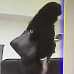 #Video Captan a regidora de Morena apropiarse de celular
