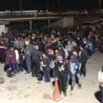 Detienen en menos de cinco minutos a más de 400 migrantes ilegales en El Paso - Foto de Patrulla Fronteriza
