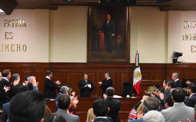 Yasmín Esquivel Mossa asume como ministra de la SCJN - En la ceremonia de investidura como ministra de la Corte, Esquivel Mossa recibió del ministro presidente Arturo Zaldívar la toga. Foto de SCJN