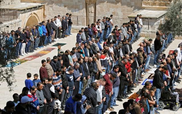 Musulmanes en la oración del viernes en Jerusalén - Musulmanes en la oración del viernes en Jerusalén